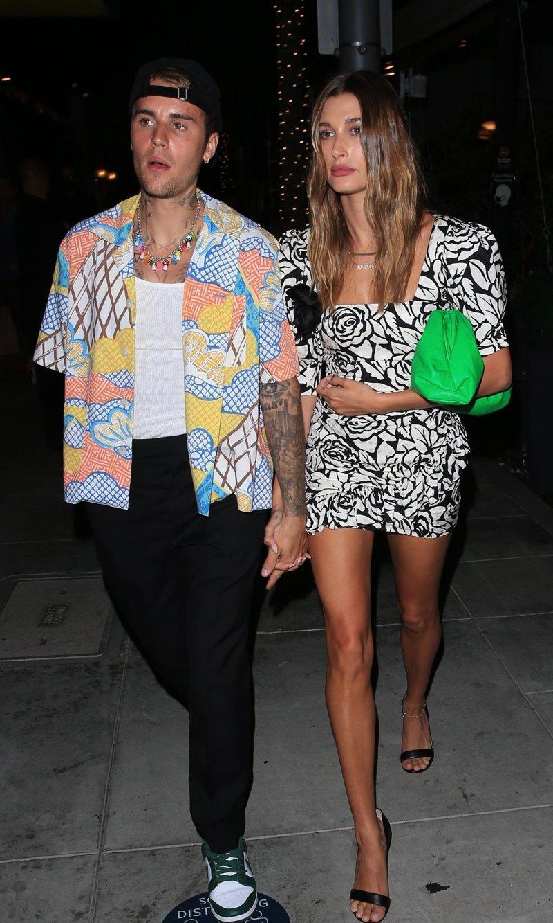 Hailey Bieber montre ses jambes en mini-robe pour un rendez-vous à Beverly Hills avec son mari Justin Bieber