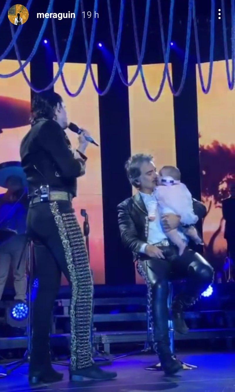 Nieta de Alejandro Fernández disfruta del primer concierto de su abuelo