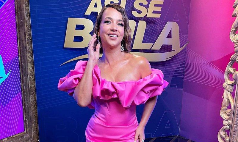 Adamari López sorprende con un mini vestido al más puro estilo de Barbie