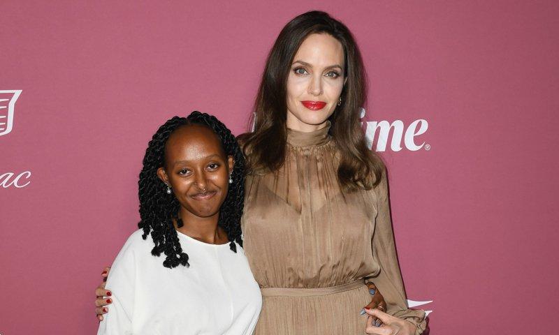 Angelina Jolie y su hija Zahara reaparecen en una alfombra roja