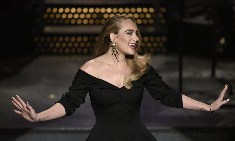 Adele talks about her new relationship and why it works - HOLA USA